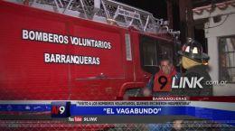 """BARRANQUERAS: """"El Vagabundo� visitó a los Bomberos Voluntarios�, quienes recibieron indumentaria"""